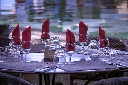 Cucuron Market Dining