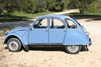 A Magical Provence Day in a 2CV