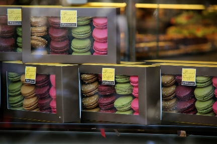 Macarons #Paris #France @GingerandNutmeg
