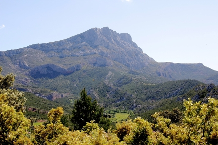 Mont Sainte-Victoire @GingerandNutmeg #Provence