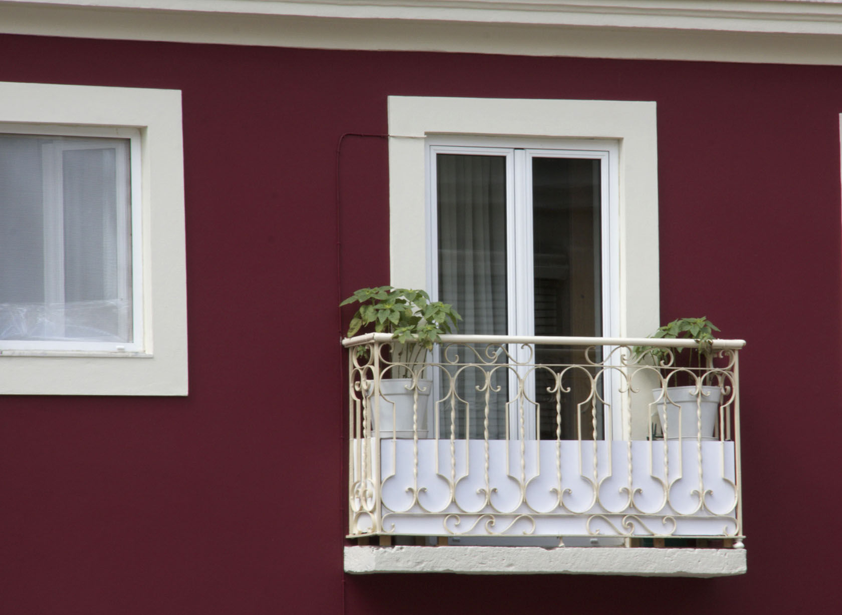 Lisbon in Red, Lisbon Window #Portugal #Lisbon @GingerandNutmeg