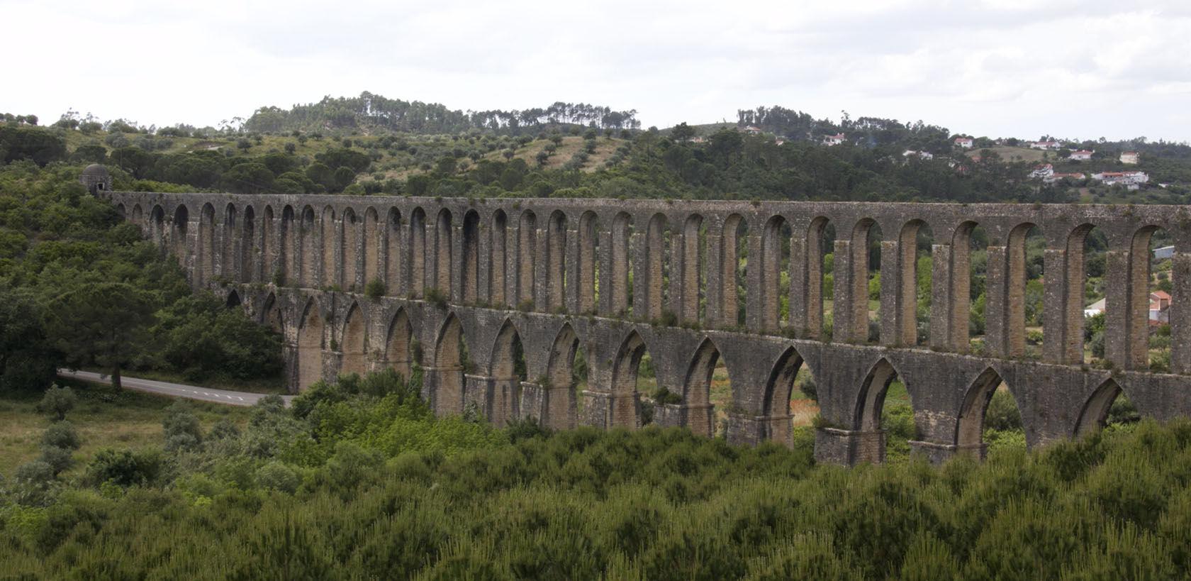 Tomar Aqueduct #Tomar Convent of Christ #Portugal @GingerandNutmeg