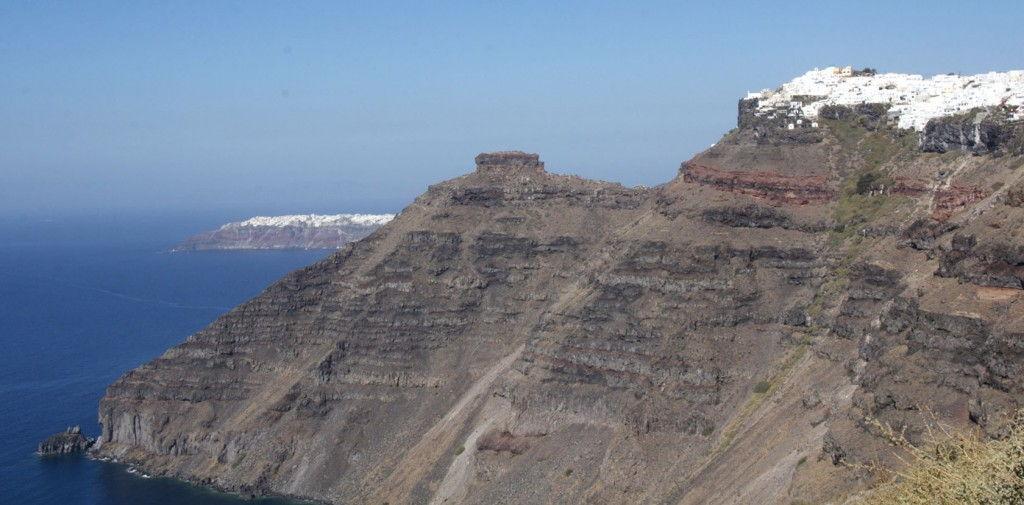 Fira to Oia Santorini #Santorini #VisitGreece @GingerandNutmeg
