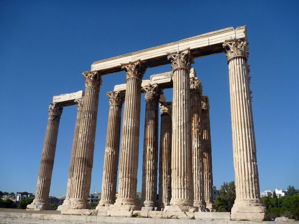 Temple of Zeus #Athens #Greece #VisitGreece @GingerandNutmeg