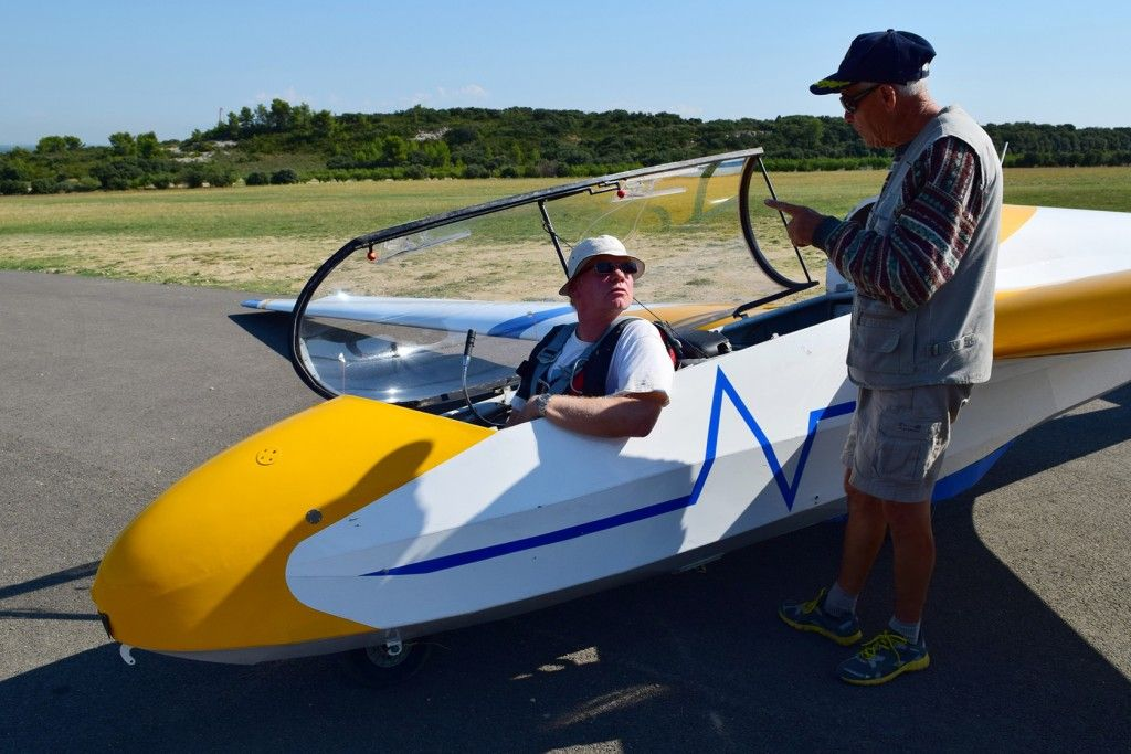 Final advice Gliding Aeroclub des Alpilles #StRemy #Alpilles #Provence by Alex Martinez