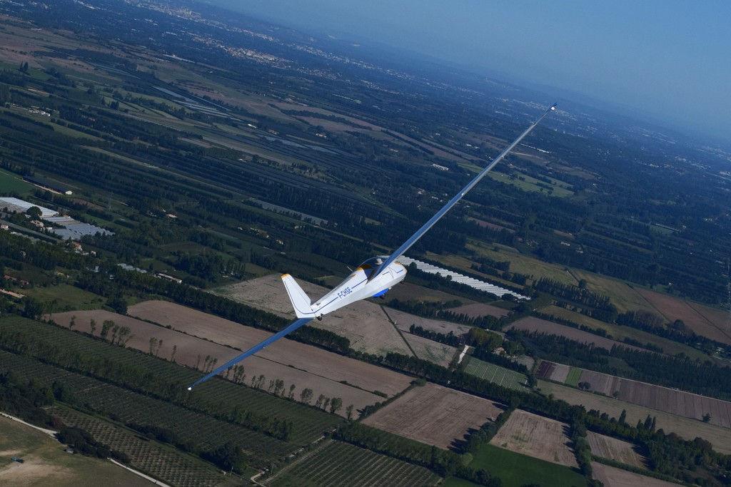 Gliding Aeroclub des Alpilles #StRemy #Alpilles #Provence by Alex Martinez